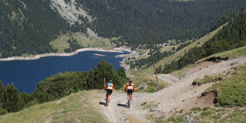 Cycle at the edge of the lakes of Néouvielle, close to Saint-Lary