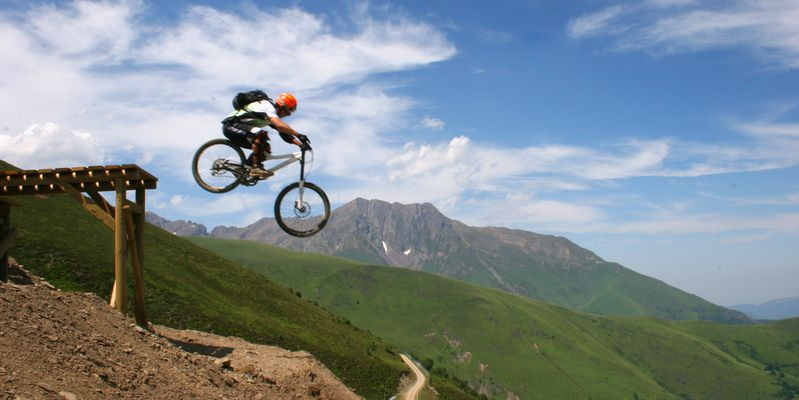 Expert or beginner, take advantage of the Bike Parc de Saint-Lary