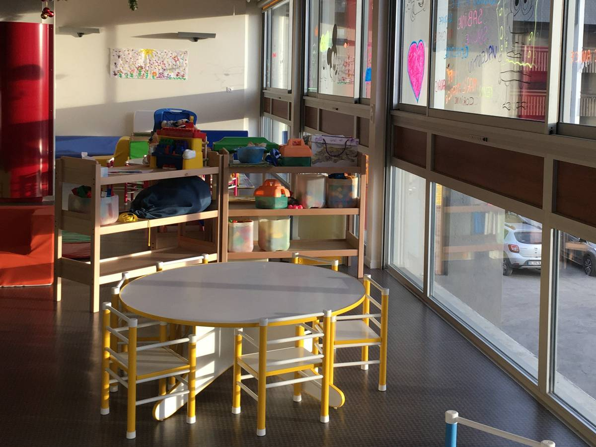 The welcome of children in saint lary leisure center nursery - Salle de jeux adulte ...